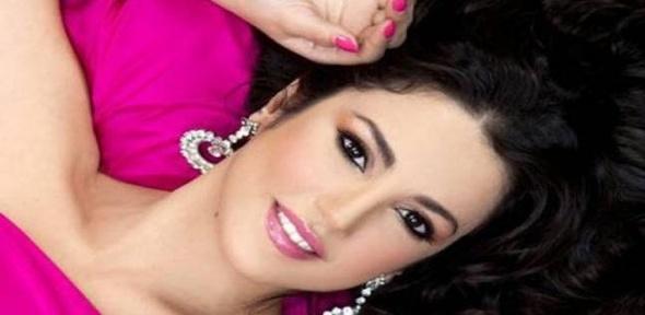 """درة تتألق في حفل افتتاح """"القاهرة السينمائي"""" بفستان أسود"""