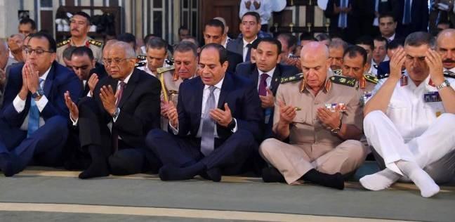 بالصور  السيسي يؤدي صلاة العيد بمسجد محمد كريم برأس التين في الإسكندرية