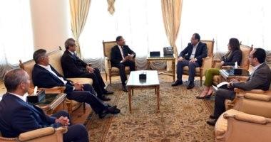 """صور.. رئيس الوزراء يلتقى """"العبار"""" رئيس مجلس إدارة """"إعمار"""" لبحث فرص الاستثمار"""