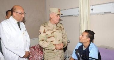 ارئيس الأركان يطمئن على حالة رجال الجيش المصابين فى العمليات الإرهابية
