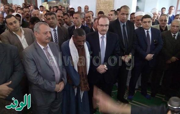 محافظ بنى سويف يتقدم جنازة شهيد الواجب بسمسطا
