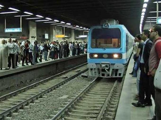 انتحار شاب أسفل عجلات مترو أحمد عرابي