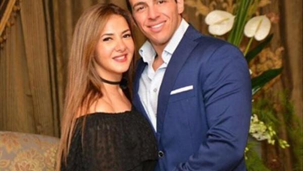 بـ بلوزة ستان بيضاء.. دنيا سمير غانم بإطلالة رومانسية مع زوجها