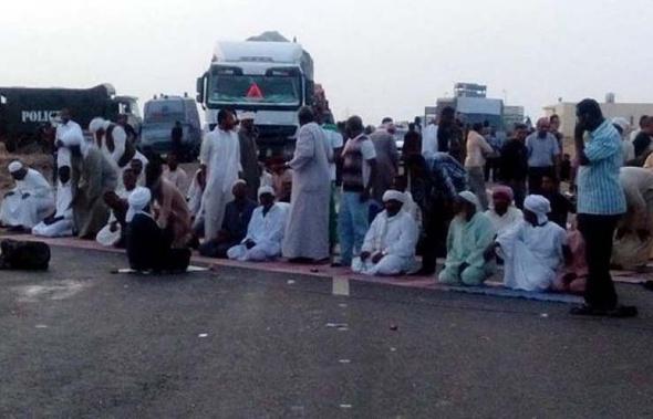 النوبيون يرفضون فض الاعتصام قبل تنفيذ مطالبهم