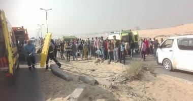 مصرع 10 أشخاص وإصابة 25 آخرين فى حادث تصادم سيارتين بالمنيا