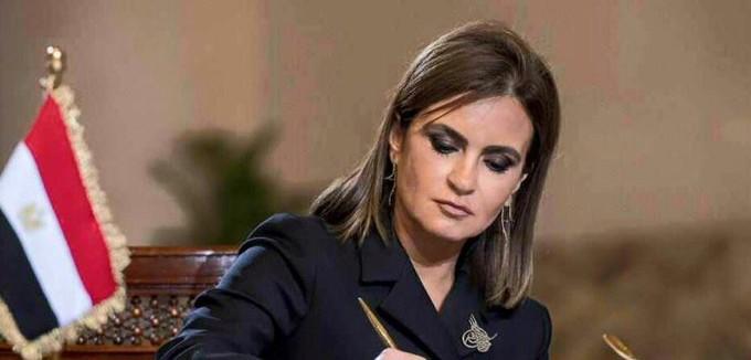 الحكومة تسلم 24 سيارة نقل مبرد على الشباب ضمن مبادرة «تحيا مصر»