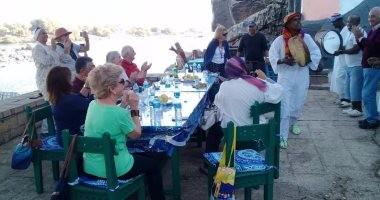 صور أسرة الملك فاروق تغادر أسوان بعد جولة سياحية استمرت 3 أيام