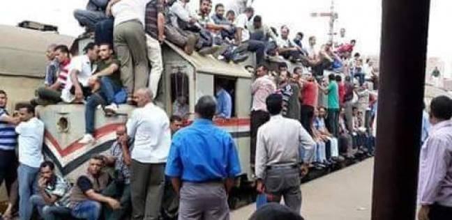 """رئيس """"السكك الحديد"""" عن تكدس الركاب على عربات القطار: """"فوتوشوب"""""""