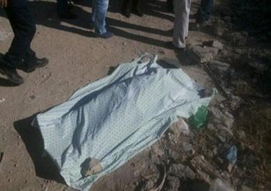 العثور على جثة ملقاة على جانب طريق «الخارجة - أسيوط»