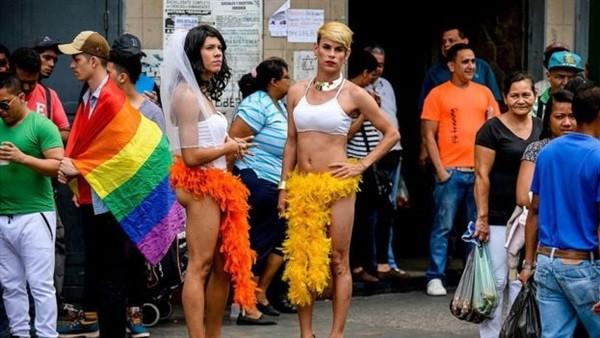 شعب فنزويلا مهدد بتحول رجاله إلى نساء بسبب نقص هرمون الذكورة