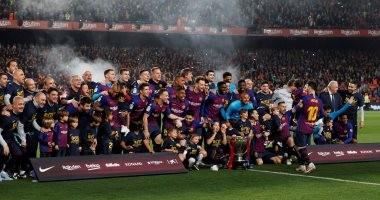 برشلونة يحتفل بلقب الدوري الإسباني رقم 26 .. فيديو وصور