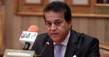 وزير التعليم العالى يتلقى تقريرًا حول سقوط الأسقف بمبنى مطبعة جامعة القاهرة