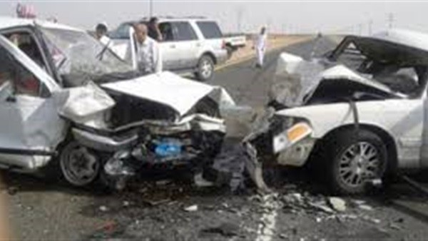 إصابة 8 أشخاص في اصطدام سيارة بالحاجز الخرساني على طريق الساحل الشمالي