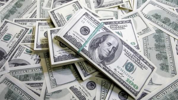 خبير اقتصادى: 3 أسباب وراء هبوط الدولار إلى أدنى مستوياته خلال 48 يومًا