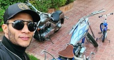 """صورة تكشف خناقة الموتوسيكل والعجلة بين محمد رمضان وابنه بسبب """"الركنة"""""""