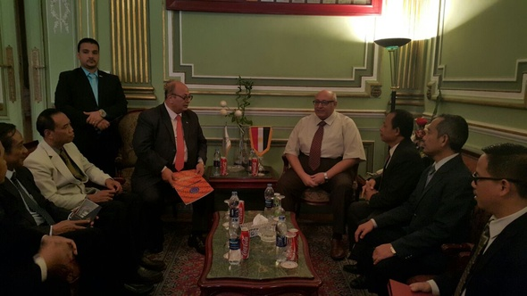 """رئيس جامعة عين شمس يوقع مذكرة تفاهم علمى مع جامعة """"مارت"""" الإندونيسية"""