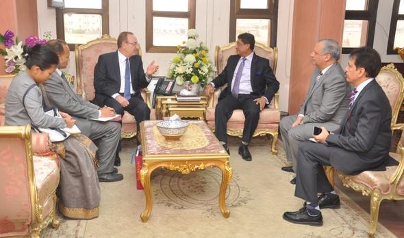 بالصور .. محافظ بني سويف يبحث مع السفير الهندي تنمية فرص الاستثمار بالمحافظة
