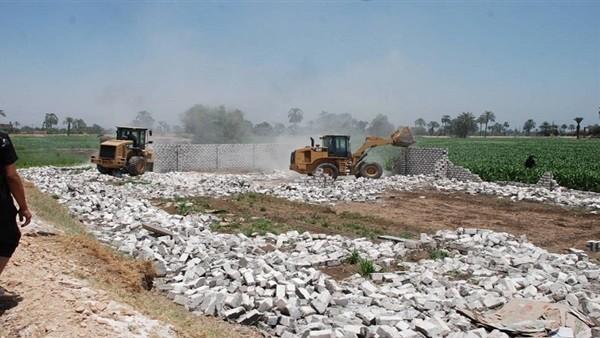 كارثة.. 1.8 مليون حالة تعد على أراضٍ زراعية بإجمالي 85 ألف فدان
