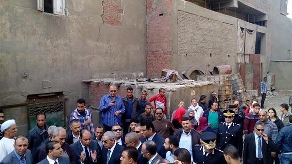وزير الصناعة ومحافظ القاهرة يشهدان الدفعة الثانية من هدم مدابغ مجرى العيون