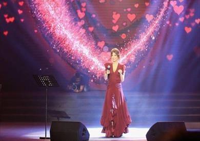 نانسي عجرم ترقص مع جمهور مهرجان القبيات على «آه ونص»