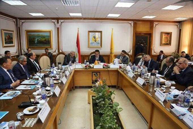 عبد الغفار يطالب بتعميم التصحيح الالكترونى بالجامعات الحكومية