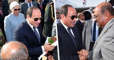 صور.. حفاوة كبيرة فى استقبال الرئيس السيسى وحرمه لدى وصولهما السودان