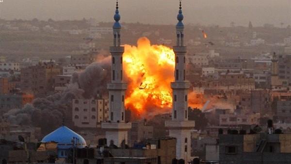 طائرات الاحتلال تقصف مبنى في قطاع غزة.. فيديو