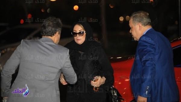 الفنانة شهيرة تثير الجدل مجددا بعد ظهورها بالحجاب فى عزاء هيثم أحمد زكى |صور