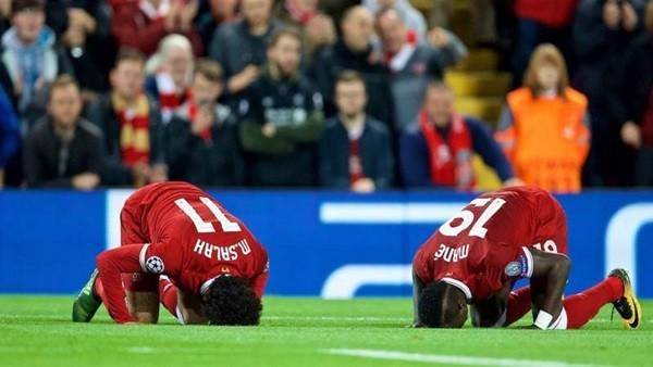«ميرور»: ليفربول يخطط لإبرام عقود جديدة مع محمد صلاح وساديو ماني