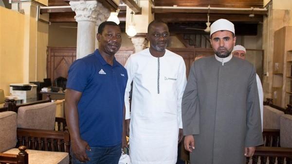 على هامش أمم أفريقيا .. حكم بنين يشهر إسلامه في الأزهر الشريف
