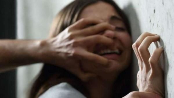 شاهدت والدتها عارية في أحضان عشيقها.. طفلة تدفع حياتها ثمنا للجنس الحرام