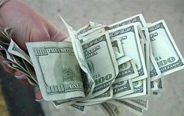 تفاوت بين البنوك فى شراء الدولار والسعر يتجاوز 15.3 جنيه