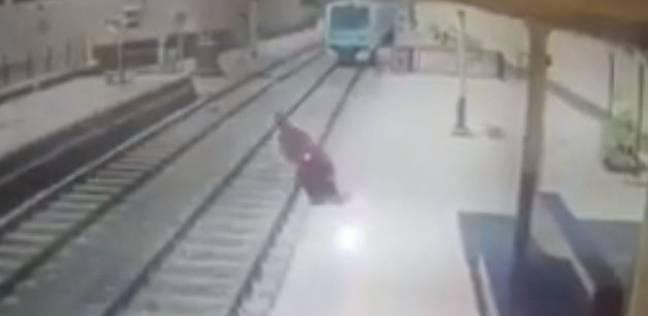 دماء على القضبان.. انتحار 3 شباب تحت عجلات المترو في يوليو