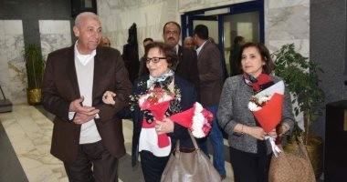 فيديو وصور.. وصول المناضلة جميلة بوحيرد مطار أسوان للمشاركة بمهرجان سينما المرأة