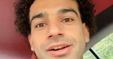 """شاهد.. محمد صلاح بـ""""لوك جديد"""" بدون ذقن لأول مرة"""