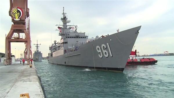 على متنه 11 فردا.. القوات البحرية تنجح في إنقاذ لنش سياحي من الغرق بالبحر الأحمر