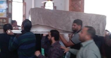 وصول جثمان محمود الجندى إلى مسجد عبد الحكم بأبو المطامير لأداء صلاة الجنازة