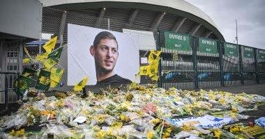 بالتصفيق والبكاء والورود.. فيديو وصور لجنازة اللاعب الأرجنتينى سالا