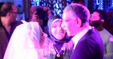 """صور.. """"أبو العروسة"""" يستجيب لدعوة فتاة بحضور فرحها لأنه يذكرها بوالدها المتوفى"""
