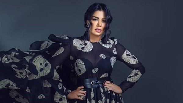 أحدث جلسة تصوير لـ رانيا يوسف بفستان شفاف.. صور