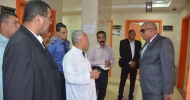 محافظ الوادى الجديد يتفقد مستشفى الخارجة العام لمتابعة العمل