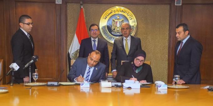 """وزيرا الصناعة والبترول يشهدان توقيع مشروع """"نحو الغاز الطبيعي"""""""