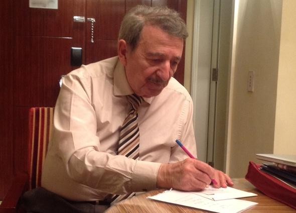 العالم مصطفى السيد يعلن قريبا عن أخبار سارة لعلاج السرطان