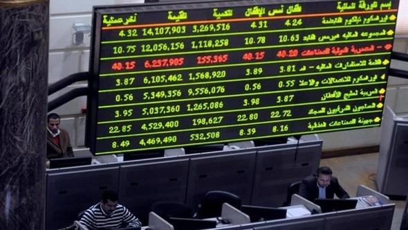 البورصة تنهي تعاملاتها على تراجع جماعي بنسبة 0.91% لمؤشرها القيادي.. تراجع بالمنتصف بسبب مبيعات المصريين والأجانب