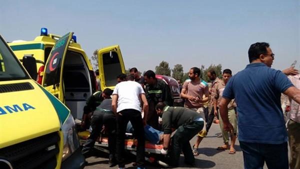 مصرع 3 أشخاص وإصابة 10 فى تصادم ميكروباص بسيارة نقل بالشرقية