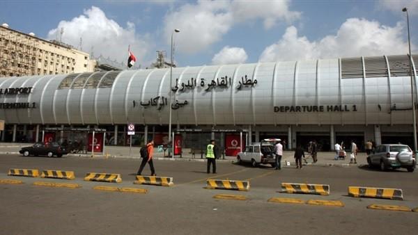 ضبط 2.6 كيلو كوكايين داخل حقائب راكبين في مطار القاهرة..صور