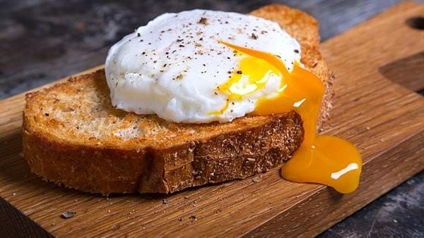 دراسة أمريكية تحذر من تناول البيض يوميا لسبب صادم