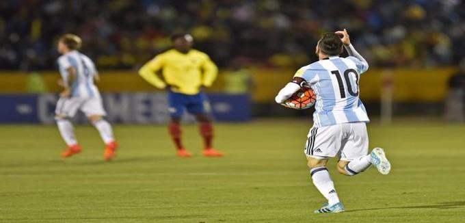 """ميسي في المونديال بـ""""هاتريك"""".. تأهل الأرجنتين وكولومبيا.. وبيرو للملحق"""
