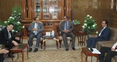 محافظ شمال سيناء يلتقى مديرى فروع البنوك بالعريش