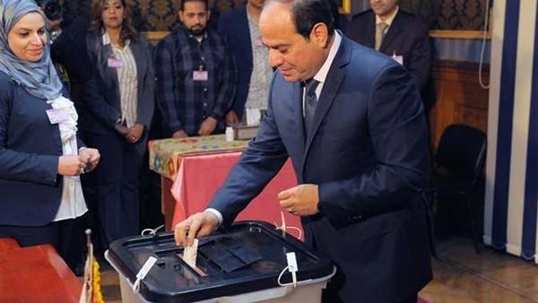 شاهد.. الرئيس السيسى يدلى بصوته فى الاستفتاء على التعديلات الدستورية